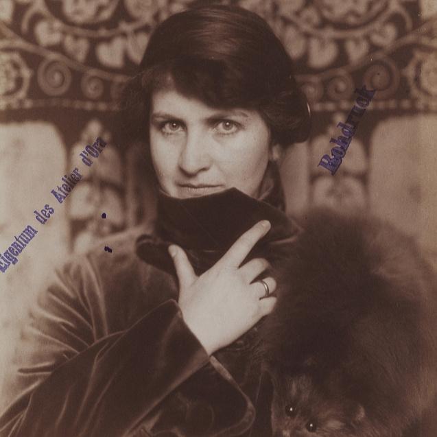 Kiállítják az első bécsi női fényképész századeleji portréit